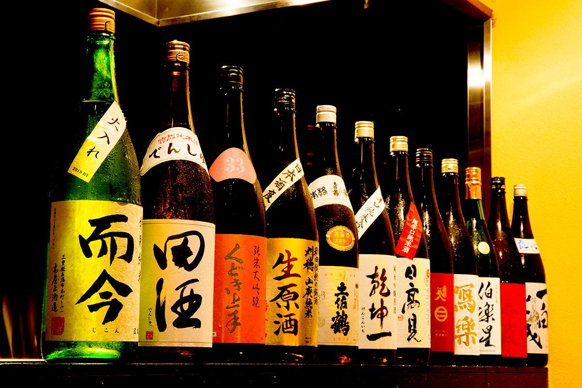 多種多様な地酒 | 牛富屋(うしとみや)